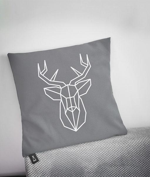 Poszewka dekoracyjna na poduszkę z jeleniem Regal Cotton w salonie