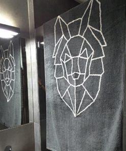 Zdjęcie ręcznika bawełnianego z wilkiem