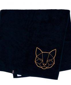 Bawełniany czarny ręcznik z haftowanym złotym kotem
